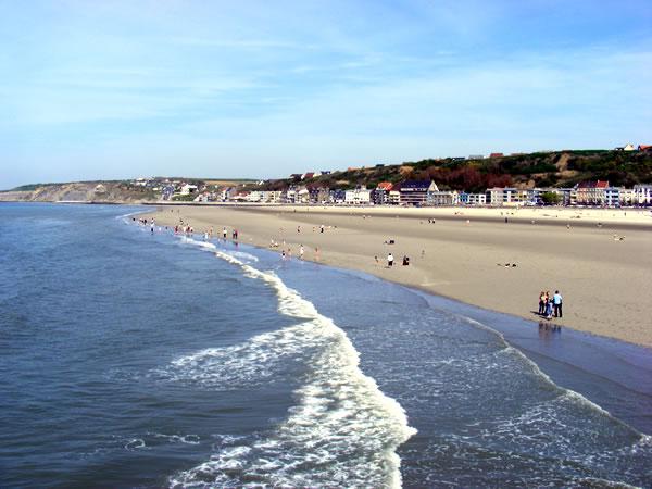 Boulogne s/mer - zicht op het strand vanaf de pier
